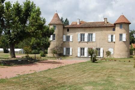 Chateau De Montrouge, Salle de location Savigneux  #0