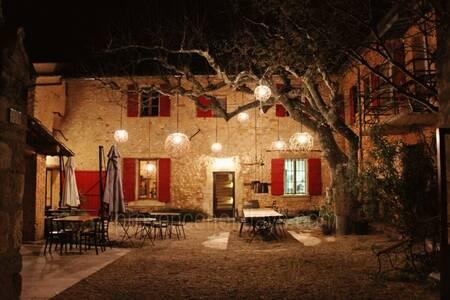 Domaine De La Camarette, Restaurant Pernes-les-Fontaines  #0