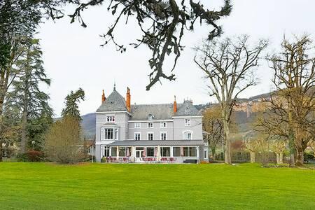 Domaine Des Cedres, Salle de location Villebois  #0