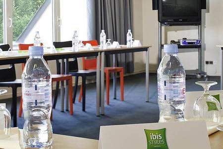 Ibis Styles Chinon, Salle de location Chinon  #0