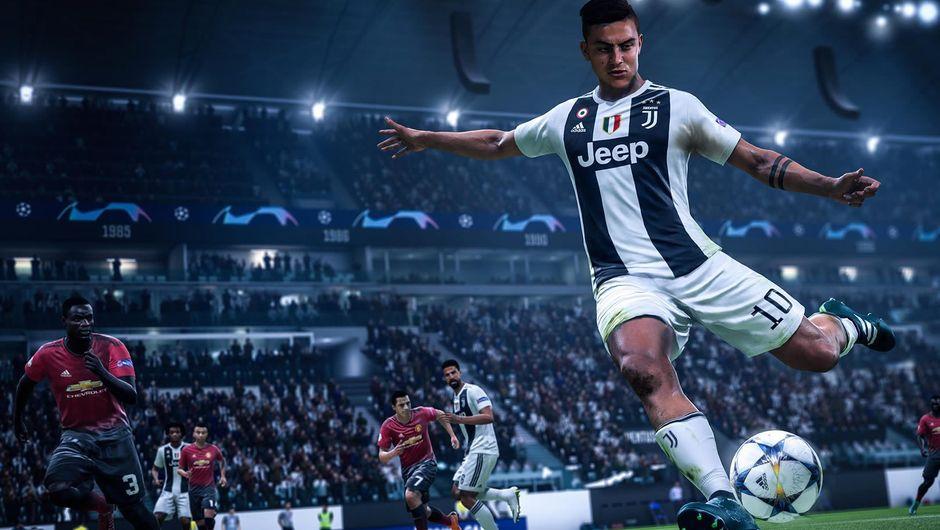 Juventus' player kicking a ball in FIFA 19