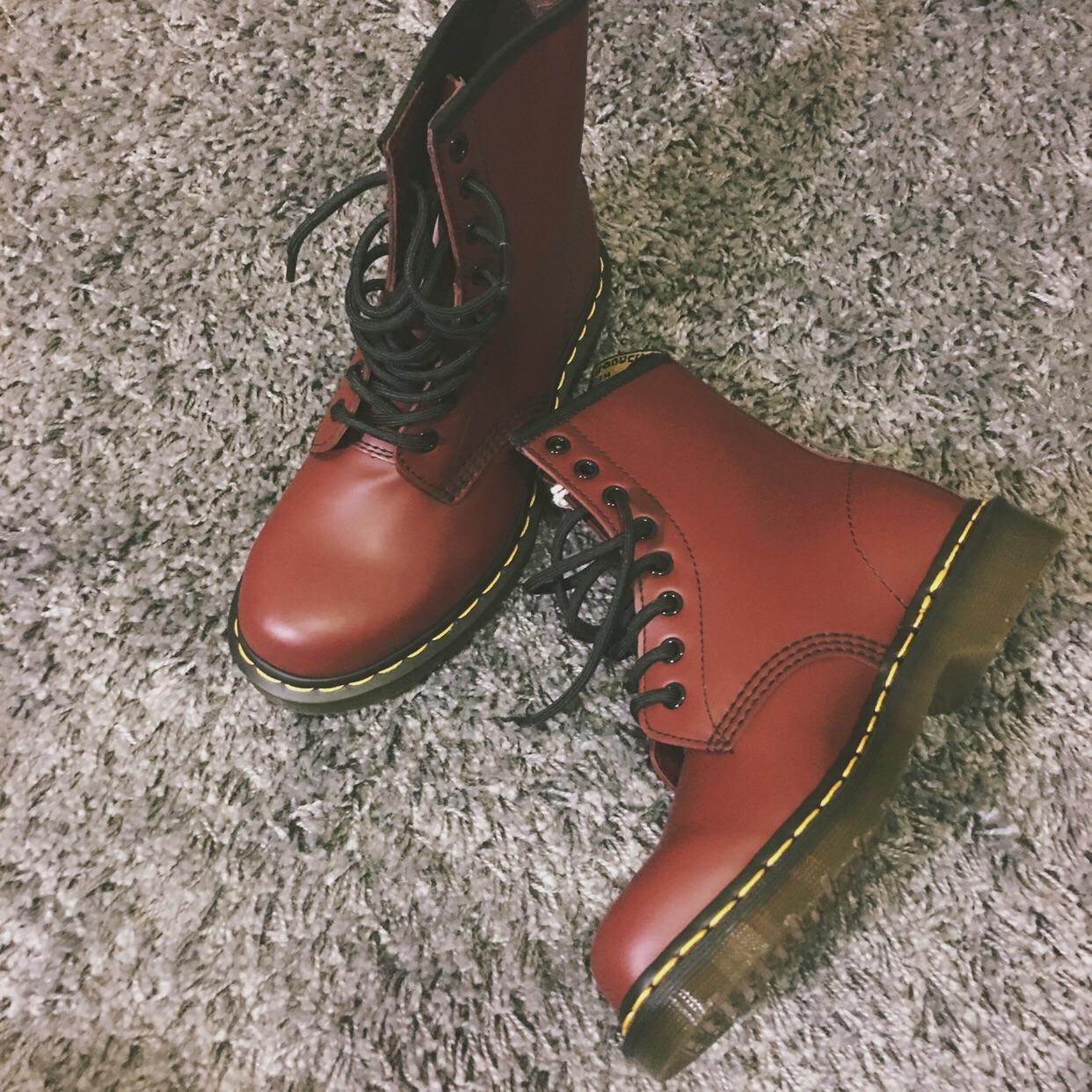 出De.Marten红色经典款马丁靴37码