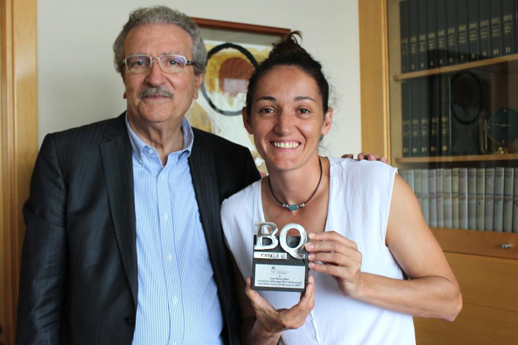 Laia Palau, recent campiona dEuropa, visita la Federació Catalana de Basquetbol (FCBQ)