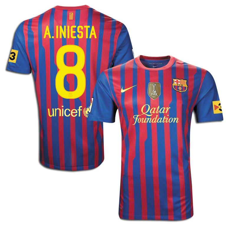 Barcelona - Hjemmebanetrøje 11/12 Børn A. INIESTA 8 + TV3 ÆRMEMÆRKE & FIFA WORLD CHAMPIONS BRYSTMÆRKE