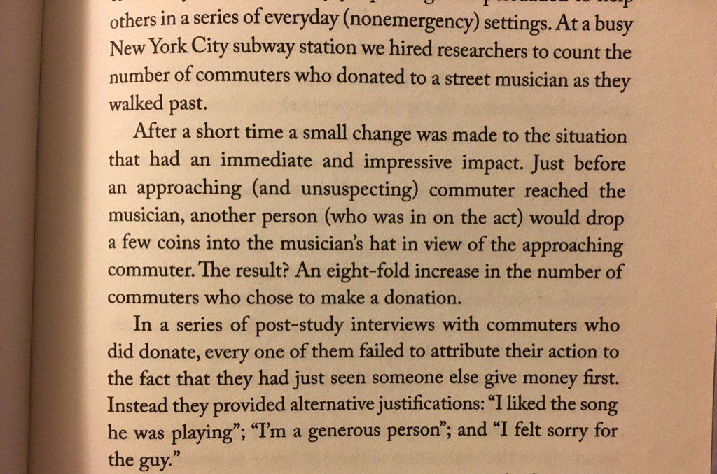 💎 On our tendency to underestimate how much social proof affects our behaviour (increasing busking donations)