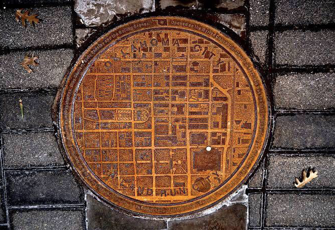 ♦️ Oklahoma manhole covers have city maps on with a white dot showing where you are in the city
