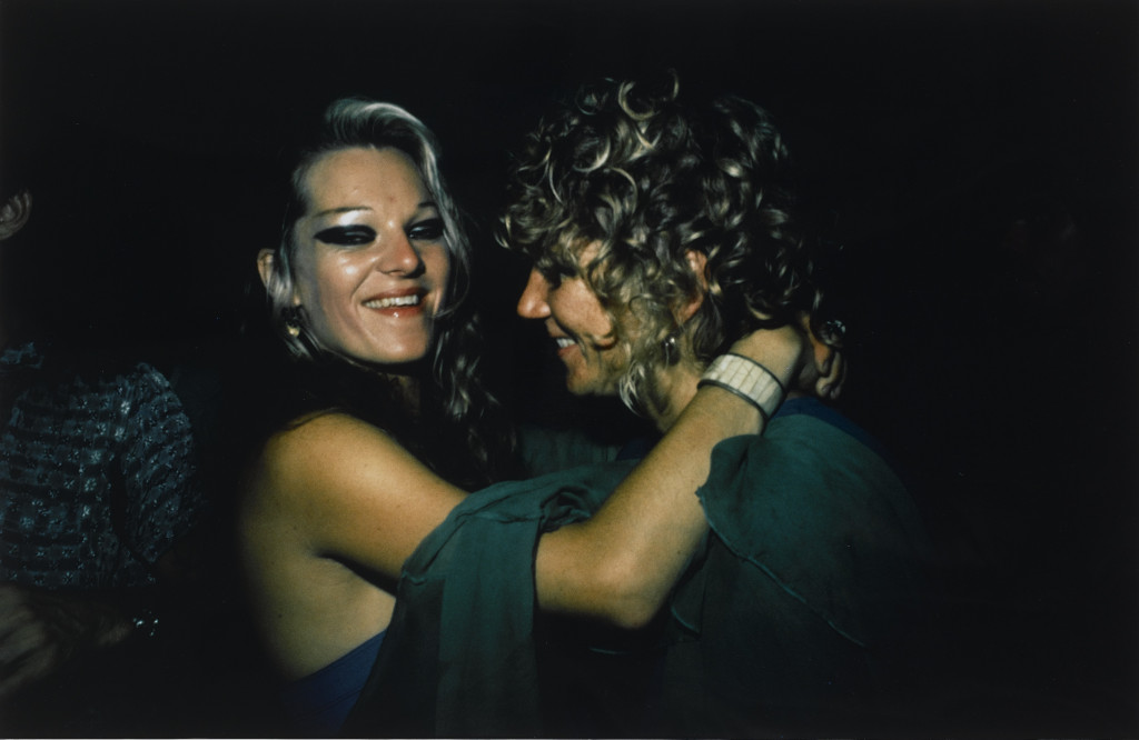 Nan Goldin, Cookie and Sharon Dancing in The Back Room. Provincetown, MA, 1976, 1976. Collectie Stedelijk Museum Amsterdam.
