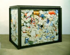 Damien Hirst, Waste, 1994. © Damien Hirst and Science Ltd. All rights reserved, DACS 2015 c/o Pictoright Amsterdam. Collectie Stedelijk Museum Amsterdam, verworven dankzij de financiële steun van de Stichting Vrienden van het Stedelijk Museum