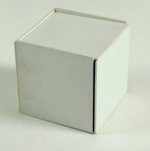 Jan Slothouber en William Graatsma, Cubische constructie 14.5.1, ca. 1966, kunststof, 8,8 x 8,8 x 8,8 cm, Stedelijk Museum, Amsterdam, schenking William Graatsma, 2006.