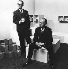 William Graatsma (links) en Jan Slothouber temidden van hun ontwerpen, tentoonstelling J. Slothouber, W. Graatsma, cubische transparante dozen, Stedelijk Museum, Amsterdam, 1 juni- 2 juni, 1967.
