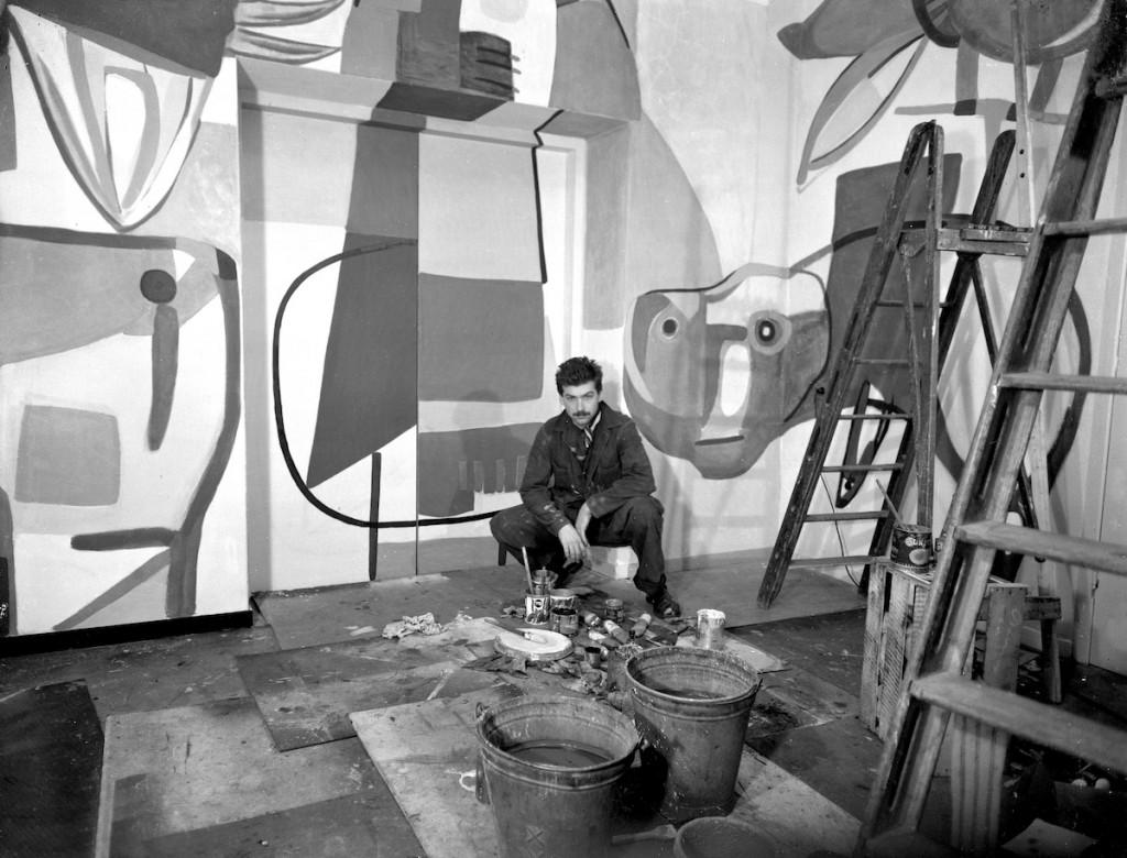 Karel Appel bij de Appelbar. Collectie Stedelijk Museum Amsterdam.