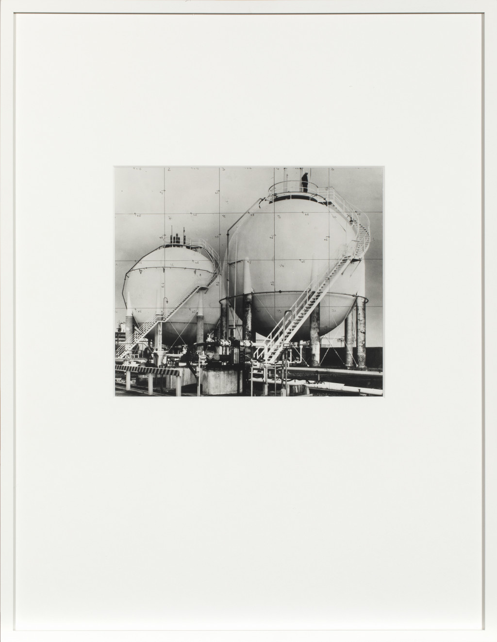 The Metamorphosis of a Canal House, 1972, Series of 6 unique Gelatine Silver Prints, documentation of an environmental action: installation of a giant photo on photographic linen, showing a petrochemical refinery. Met dank aan ULAY Foundation.