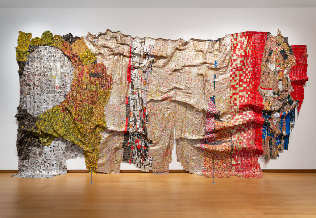El Anatsui, In the World But Don't Know the World, 2009, collectie Stedelijk Museum Amsterdam en Kunstmuseum Bern.