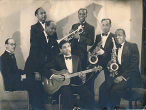 St. Louis Rythm Kings, derde persoon van rechts is trompettist en orkestleider Louis Drenthe. Foto: Maja Drenthe. Collectie: Familie Drenthe en Bijzondere Collecties, Universiteit van Amsterdam.