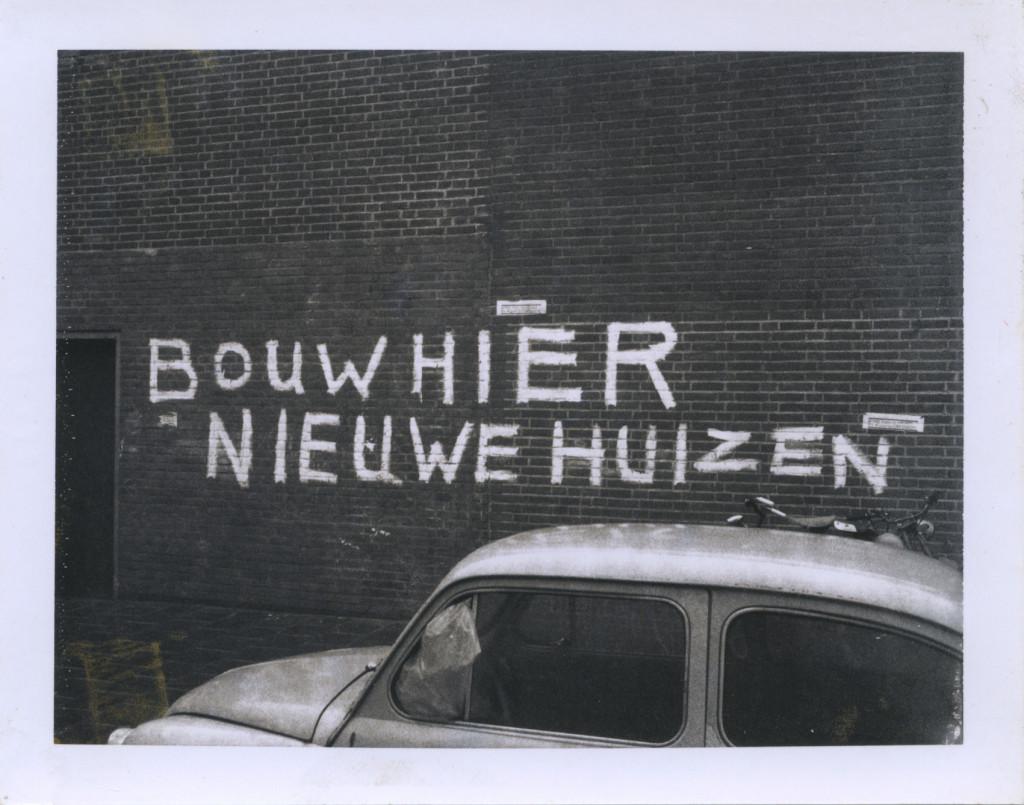 Ulay, 'Amsterdam Graffiti', 1970-1973, Polaroid type 107, 8.5 x 10.8 cm. Met dank aan ULAY Foundation
