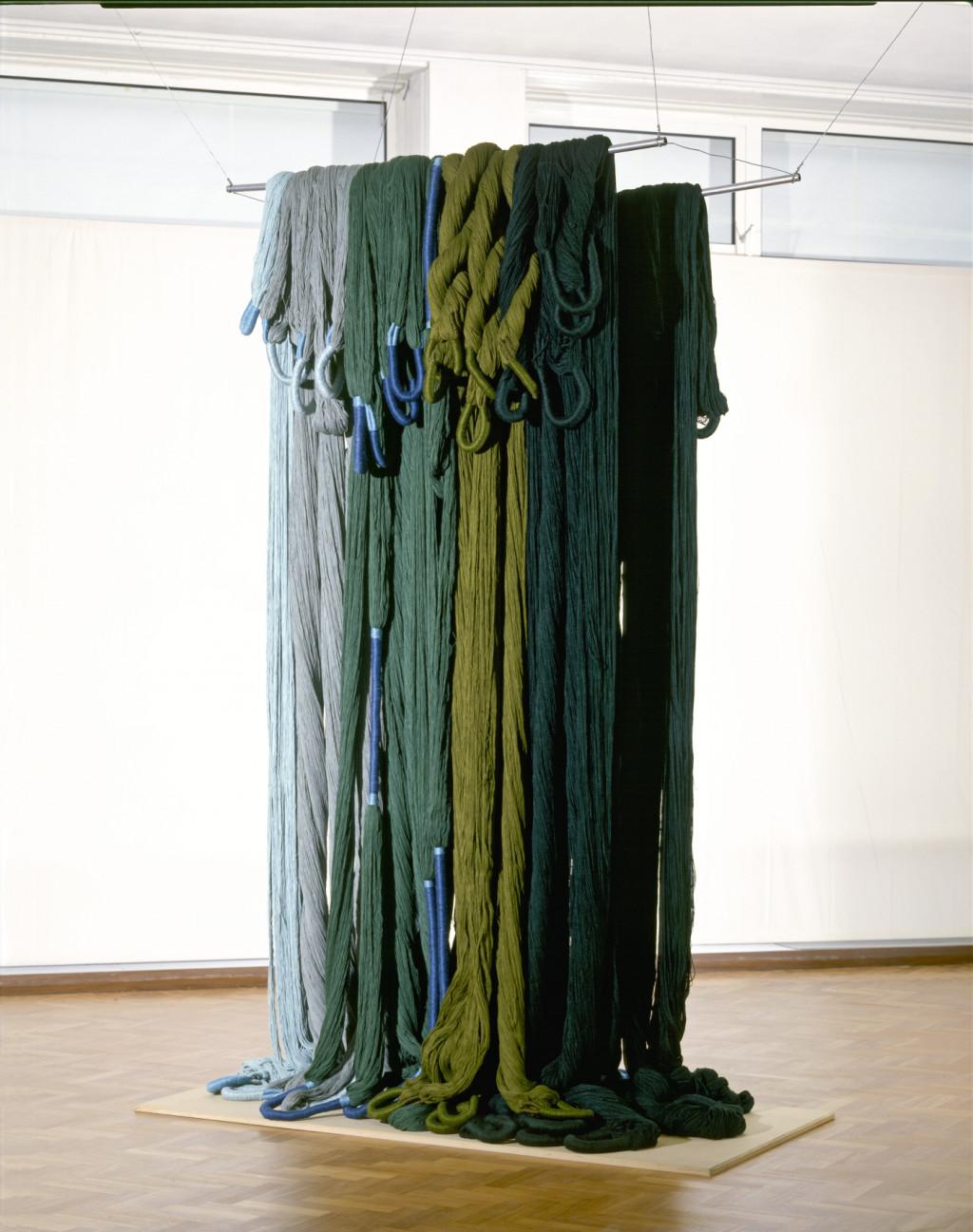 Sheila Hicks, Vague Verte, 1974. Collectie Stedelijk Museum Amsterdam.