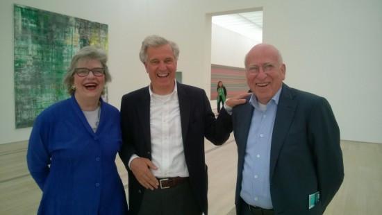 Jeannette en Martijn Sanders met collega-verzamelaar Joop van Caldenborgh tijdens de presentatie van het Stedelijk Museum Fonds in de Fondation Beyeler, Basel, juni 2014. Foto: Martijn van Nieuwenhuyzen