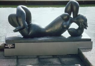 Henri Laurens, L'Automne / De herfst, 1948, brons, gepatineerd, 77 x 170,5 x 63 cm, Stedelijk Museum, Amsterdam