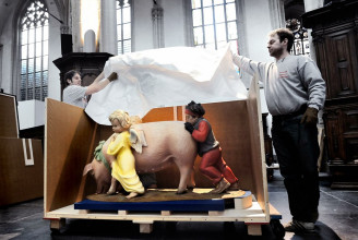 Unpacking Jeff Koons' Ushering in Banality for the exhibition 'Heilig vuur'.