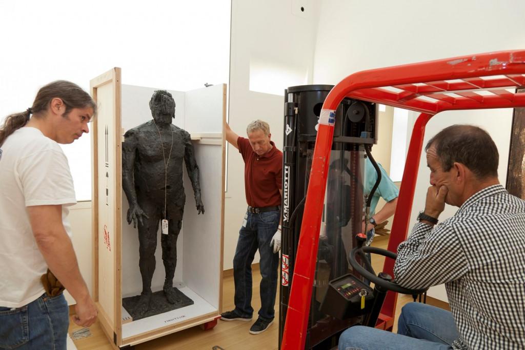 Decrating Germaine Richier's sculpture 'L'Orage'