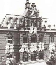 Marinus Boezem, Beddengoed uit de ramen van het Stedelijk Museum, 1969. Collectie Stedelijk Museum Amsterdam