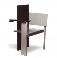 Fig. 6 Gerrit Rietveld, Berlijnse stoel / Berlin Chair (proto-type), 1923, painted beech wood, 105.5 x 75 x 59.5 cm, purchased from the designer in 1951 for the 'De Stijl' exhibition
