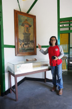 Writer and Sukarno's oil painting, including his palette and easel in Ende.