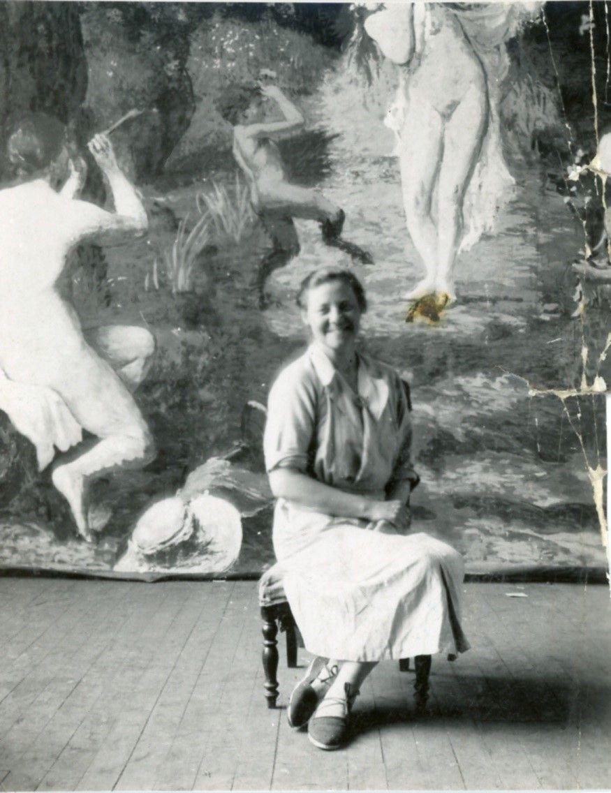 Bé de Waard at Ker Xavier Roussel's studio, L'Étang-la-Ville, early 1930s, private collection.