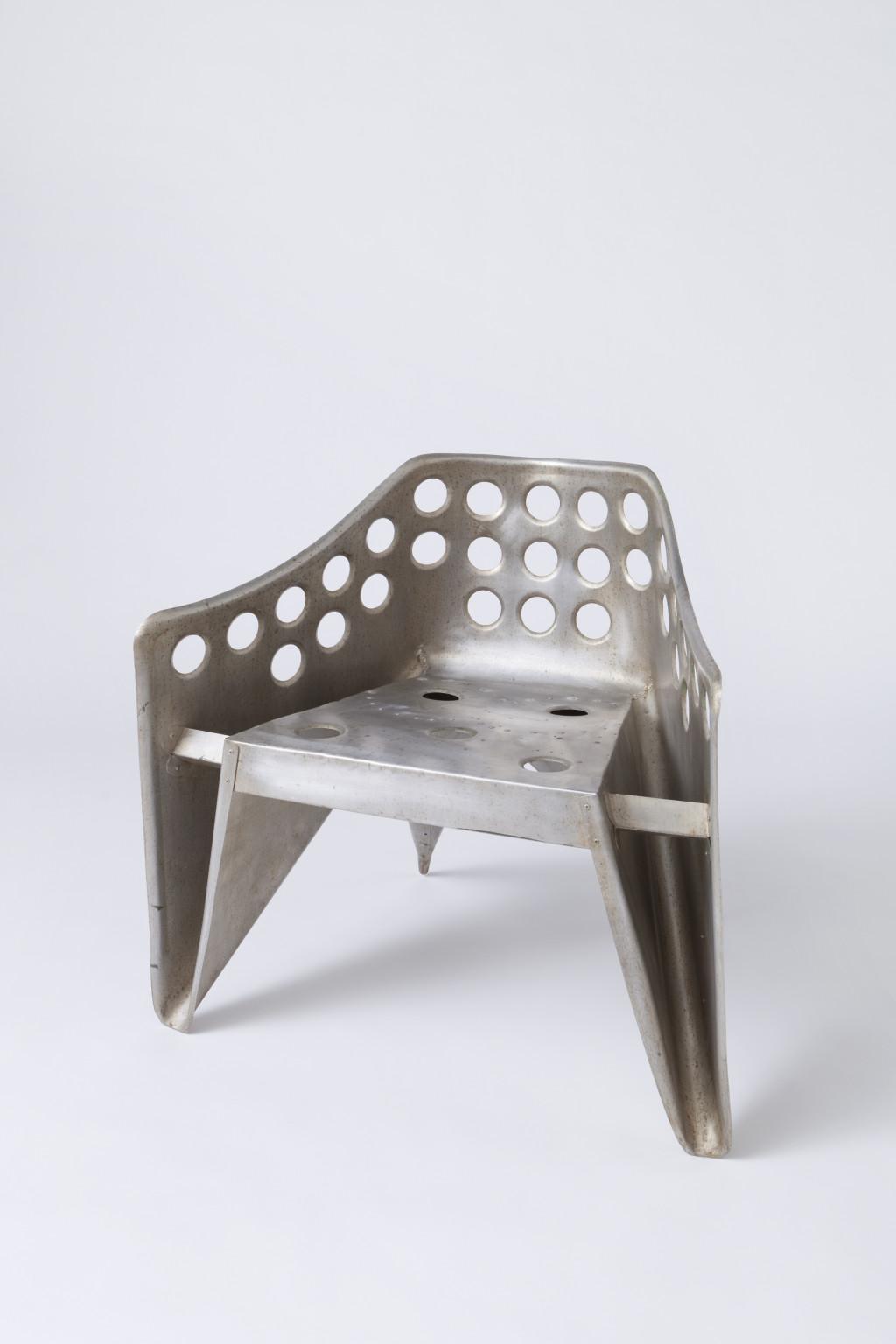 Fig. 3. Gerrit Rietveld, 'Aluminium stoel', 1950-1960, aluminium, Collectie Centraal Museum, Utrecht/ aankoop 2012 © Centraal Museum Utrecht/Adriaan van Dam