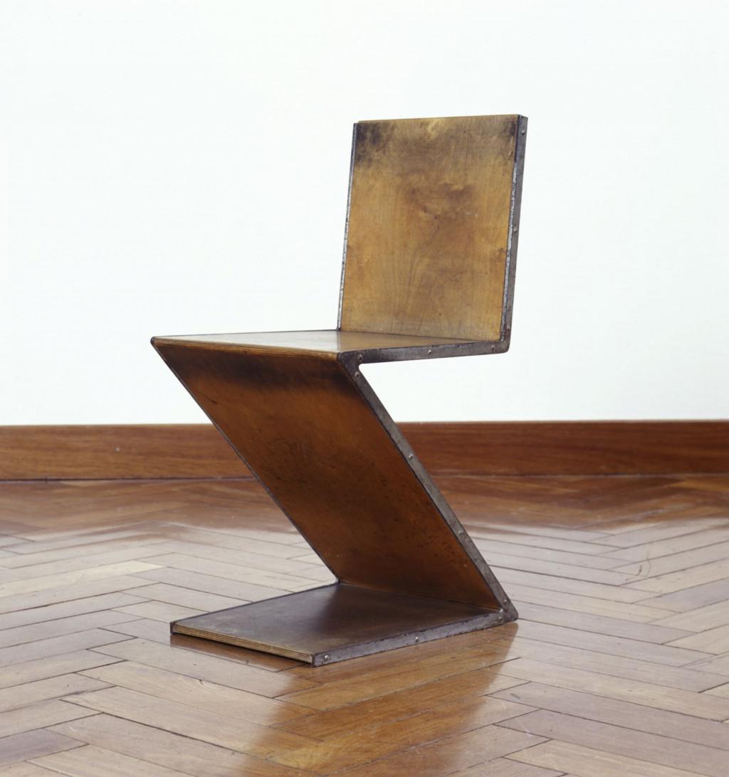 Fig. 10. Gerrit Rietveld, 'Zigzagstoel' (prototype, tweede versie), ca. 1932-1933, Stedelijk Museum Amsterdam, KNA 2961, schenking / gift of W. Rietveld, Badhoevedorp (NL), c/o Pictoright Amsterdam/Stedelijk Museum Amsterdam