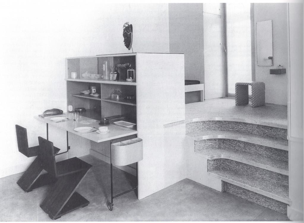 Fig. 11. Twee 'Zigzagstoelen' van Gerrit Rietveld van Metz & Co, 1937. Bron: Timmer 1995, p. 116, fig. 158.