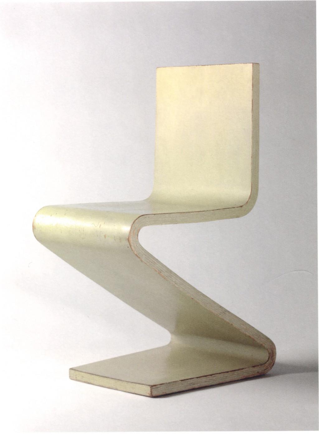 Fig. 12. Gerrit Rietveld, 'S-stoel', gepresenteerd in 1938 op de tentoonstelling Het Nieuwe Meubel bij Metz & Co. Bron: Zijl 2010, p. 133.
