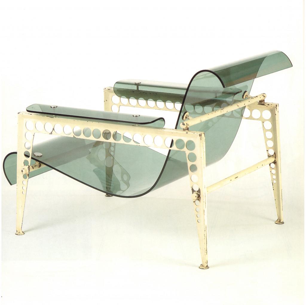 Fig. 16. Jacques André, tuinstoel, gelakt staal en acrylglas, 1936-1937. Bron: 'Vegesack, Vitra Masterpieces' 1996, p. 33, cat.nr. 6