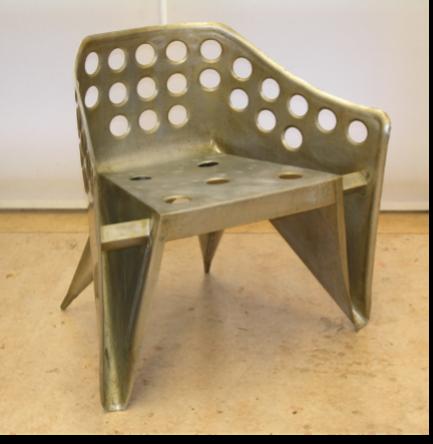 Fig. 4A. De 'vijfde' aluminiumstoel in het Centraal Museum. Foto: Jurjen Creman