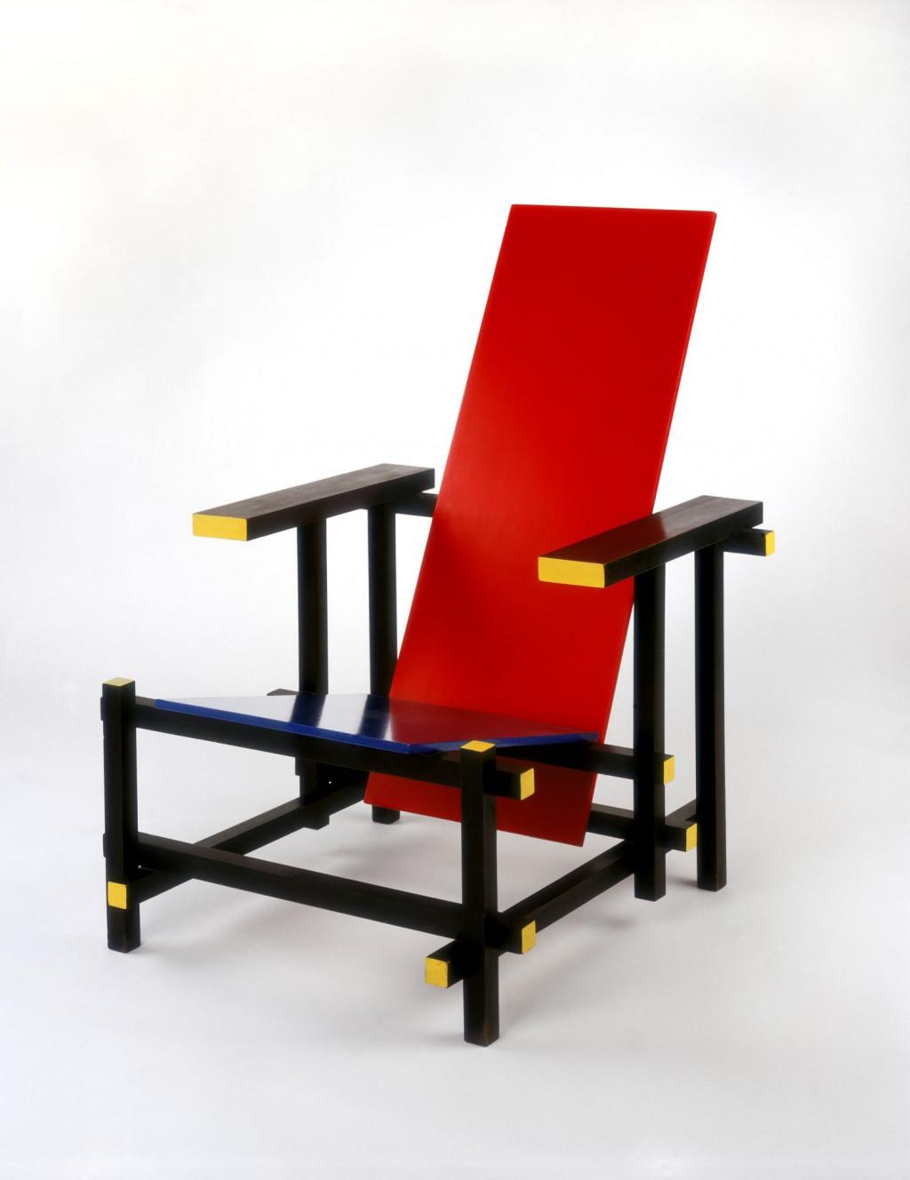 Fig. 5. Gerrit Rietveld, 'Rood-blauwe stoel', ontwerp 1919-1923, uitvoering ca. 1950 door G.A. van de Groenekan, Stedelijk Museum Amsterdam, KNA 1279, c/o Pictoright Amsterdam/Stedelijk Museum Amsterdam
