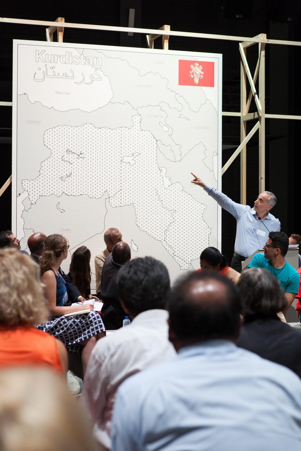 Jonas Staal, 'New World Summit – Brussels', 2014, courtesy de kunstenaar in samenwerking met UNPO, et al. Foto: Ernie Buts