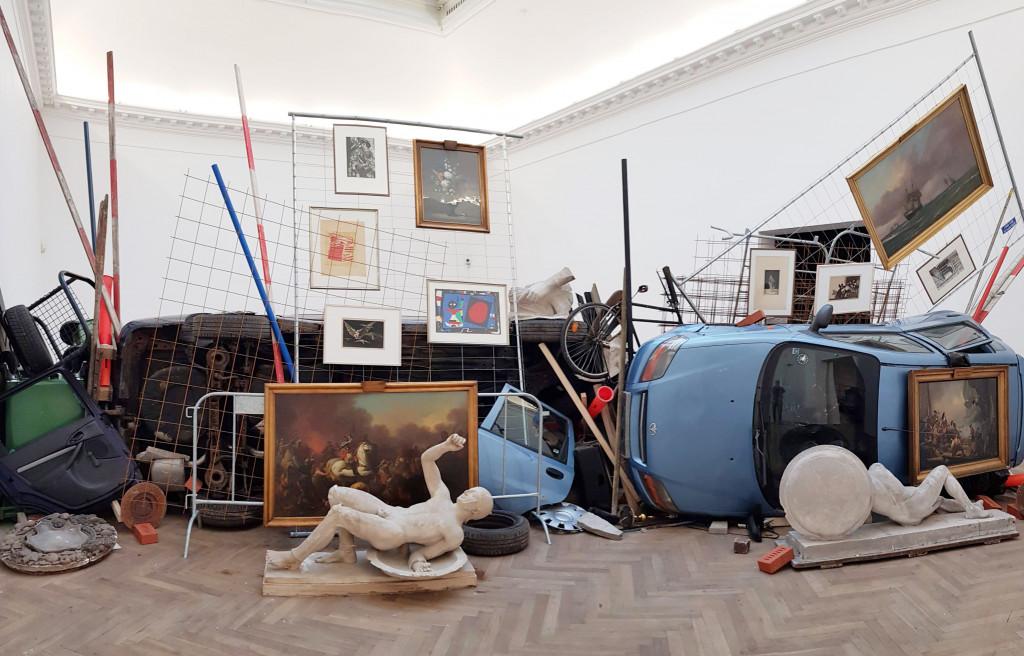 Ahmet Öğüt, 'Bakunin's Barricade', 2015/2017. Installatieoverzicht Kunsthal Charlottenborg, 2017. Foto: Vignola Gregorio.