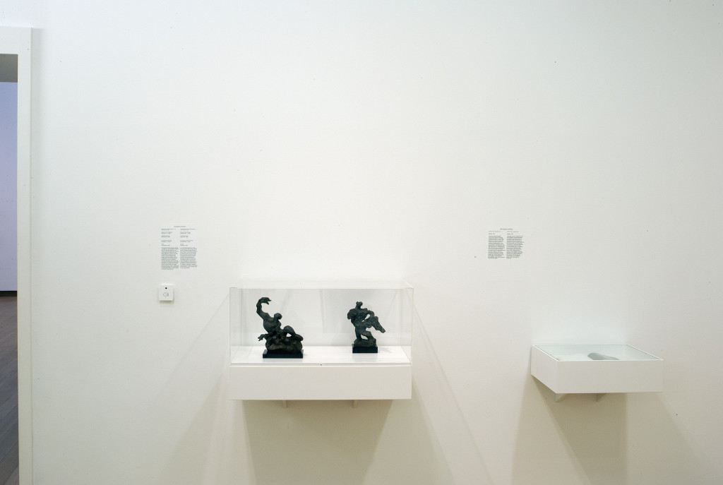 Right, Despiau, 1954, a nationalist publication by Waldemar George, promoter of the idea of a French tradition in art that would be threatened by the many foreigners and Jews in Paris. Left, works by Jacques Lipchitz. Photo: Peter Tijhuis.