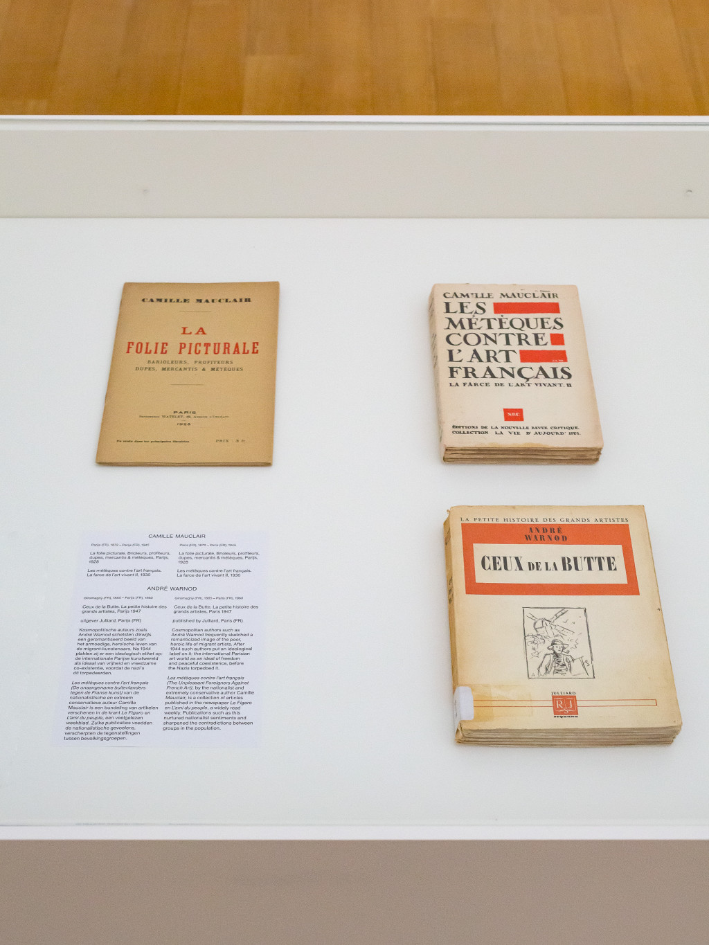 Above: xenophobic and anti-Semitic publications by Camille Mauclair from 1928 and 1930. Below: a cosmopolitan publication by André Warnod from 1947, about the peaceful co-existence of international artists in Paris . Photo: Peter Tijhuis.