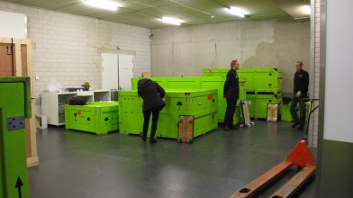 Receiving cases for an exhibition