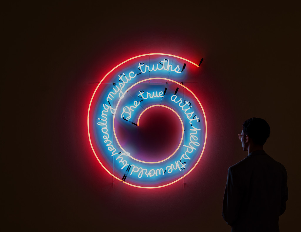 Installation view. Bruce Nauman, The True Artist Helps the World by Revealing Mystic Truths (Window or Wall Sign), 1967, coll. Kunstmuseum Basel. Photo: Peter Tijhuis © 2021 Bruce Nauman / Pictoright Amsterdam