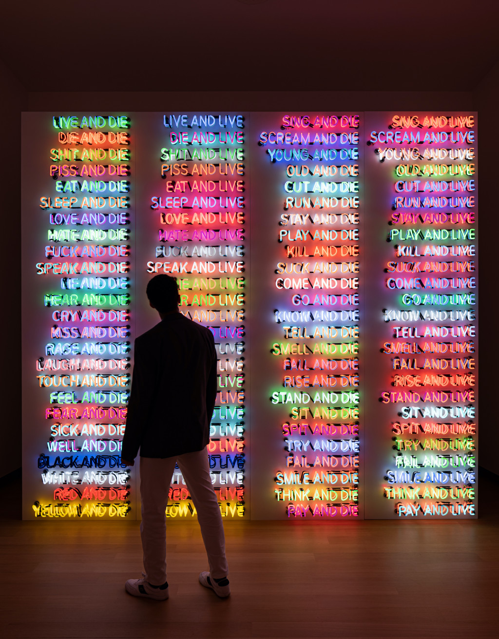 Installation view. Bruce Nauman, One Hundred Live and Die, 1984, coll. Benesse Holdings, Inc./Benesse House Museum, Naoshima. Photo: Peter Tijhuis © 2021 Bruce Nauman / Pictoright Amsterdam