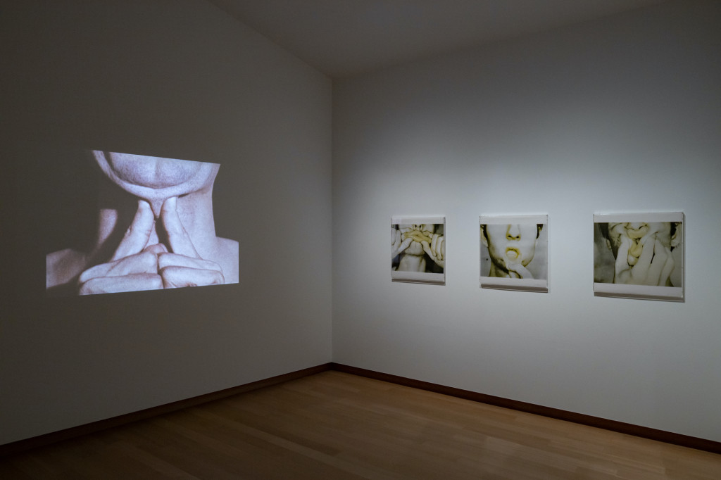 Installation view. Bruce Nauman, Studies for Holograms (a-e), 1970, coll. Stedelijk Museum Amsterdam. © 2021 Bruce Nauman / Artists Right Society (ARS), Courtesy Sperone Westwater, New York.  Photo: Peter Tijhuis © 2021 Bruce Nauman / Pictoright Amsterdam