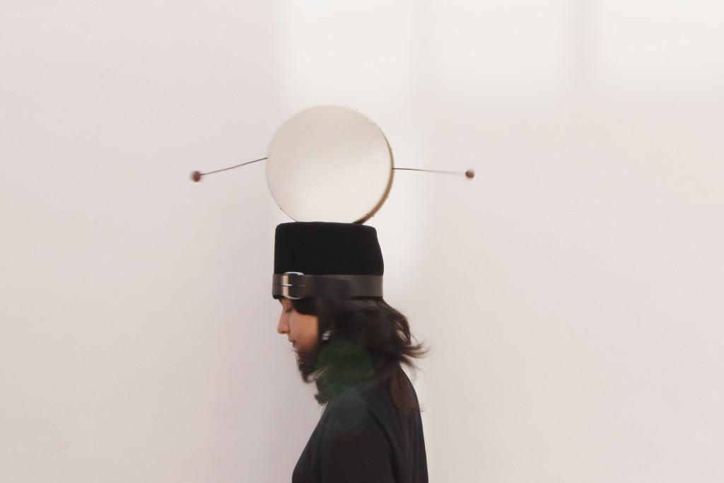 Nevin Aladağ, Body Instruments, drum hat, 2021 © Courtesy the artist and Wentrup, Berlin; Foto: Daniela Kohl