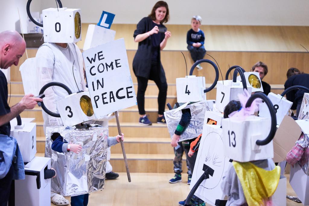 Workshop Expeditie Planeet Kunst door Maarten Bel (Familiedag 2019) Foto: Tomek Dersu Aaron