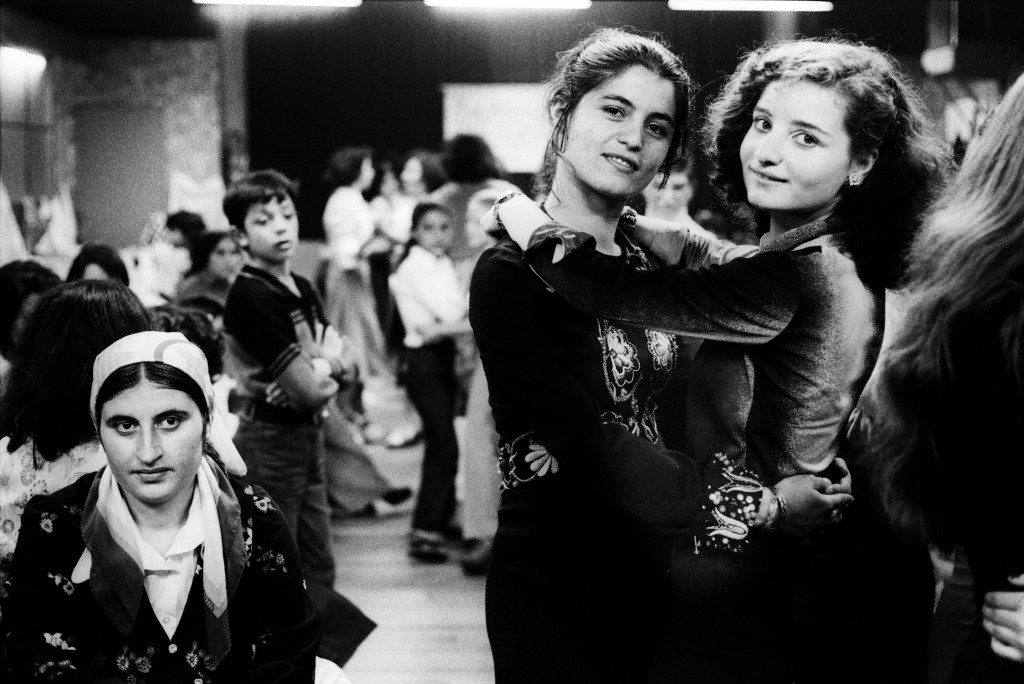 Bertien van Manen, Turkish girls at a party in Schiedam, 1977, silver gelatine print. Collection Stedelijk Museum Amsterdam