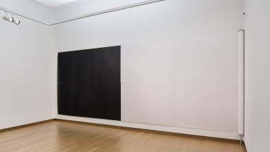 Wade Guyton, Untitled (Untitled, 2013, Epson UltraChrome K3 inkjet on linen 275 x 1218 cm, WG3033), 2015, inktjet, collectie Stedelijk Museum Amsterdam. Schenking Kunsthalle Zürich, 2016. Foto: Peter Tijhuis