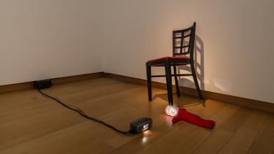Tony Oursler, Pinned, 1996, installation with video projection, collection Stedelijk Museum Amsterdam. Gift of Helen van der Meij-Tcheng, Londen/Amsterdam, 2015. Photo: Peter Tijhuis
