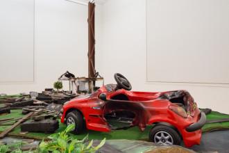 Thomas Hirschhorn, 'Neighbours', 2002. Collectie Stedelijk Museum Amsterdam. Foto: Peter Tijhuis