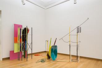Jessica Stockholder, 'Coupling', 1998. Collectie Stedelijk Museum Amsterdam. Foto: Peter Tijhuis